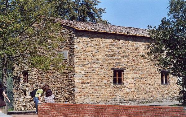 Дом, в котором жил Леонардо в детстве.