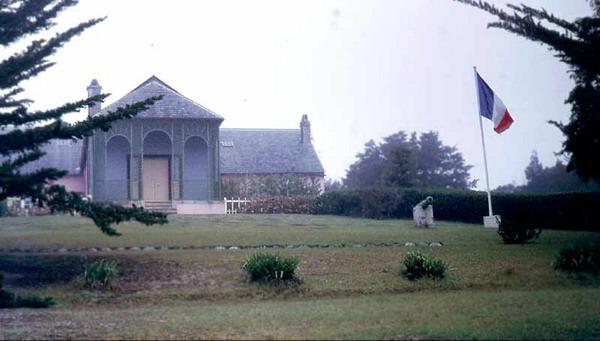 Сосланный на остров Святой Елены, Наполеон жил там в поместье Лонгвуд