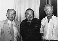 Юлиан Семёнов (в центре) с конферансье и директором Театра эстрады Борисом Бруновым и композитором Микаэлом Таривердиевым