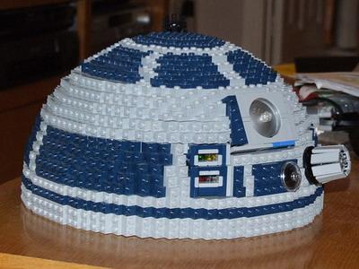 Робот «R2D2» из конструктора «Lego»