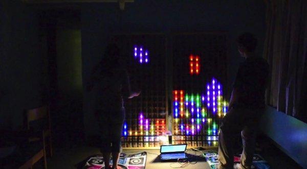 Игра в «Тетрис» на экране высотой 180 сантиметров (видео)