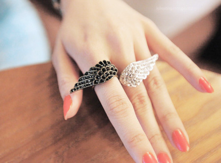 ������ ������ �Wings Ring�