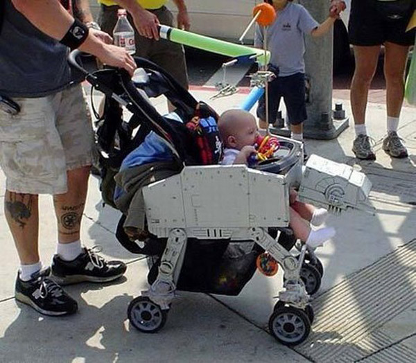 Детская коляска «AT-AT Walker Stroller» из «Звездных Войн»