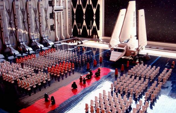 Учитель из Флориды построил сцену из фильма «Звездые войны» используя 30000 деталей LEGO (видео)