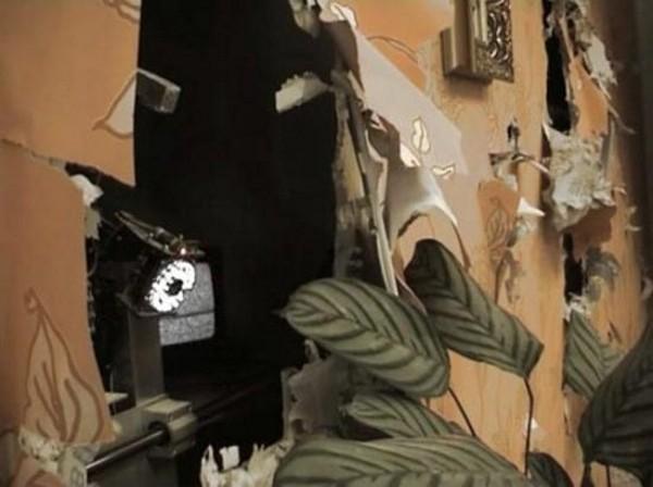 Арт-проект робота, который прячется за стеной (видео)
