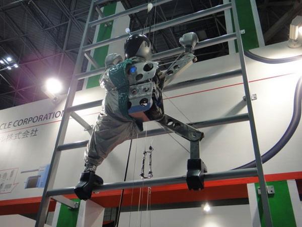 Робот «Dream Robo» поднимает робототехнику на новые высоты (видео)