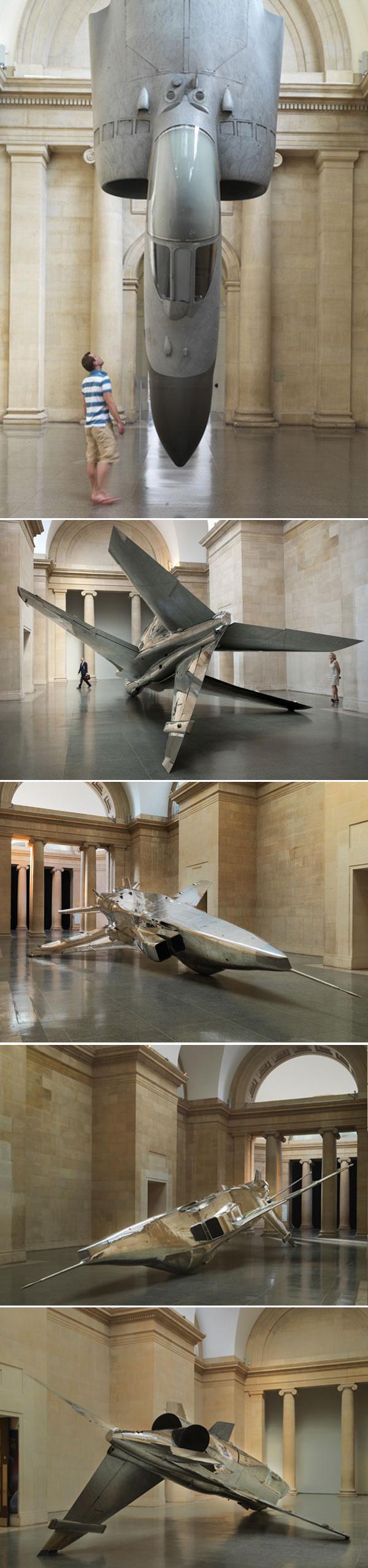 Самолетная инсталляция в Британском музее современного искусства от дизайнера Фиона Баннера (Fiona Banner)
