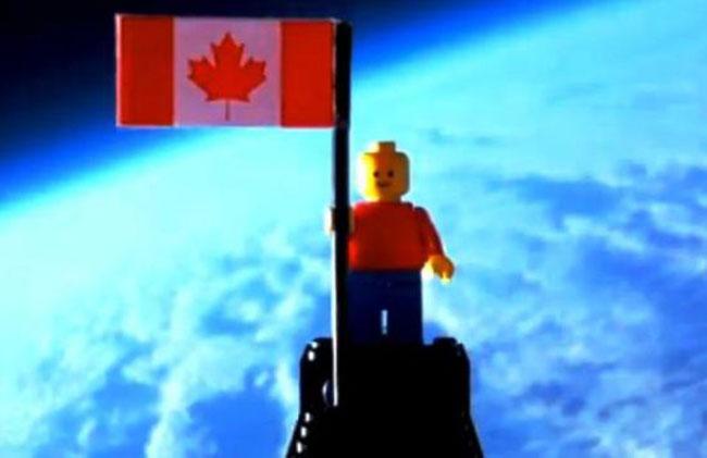 Канадские подростки запустили первого в мире Lego-астронавта (видео)