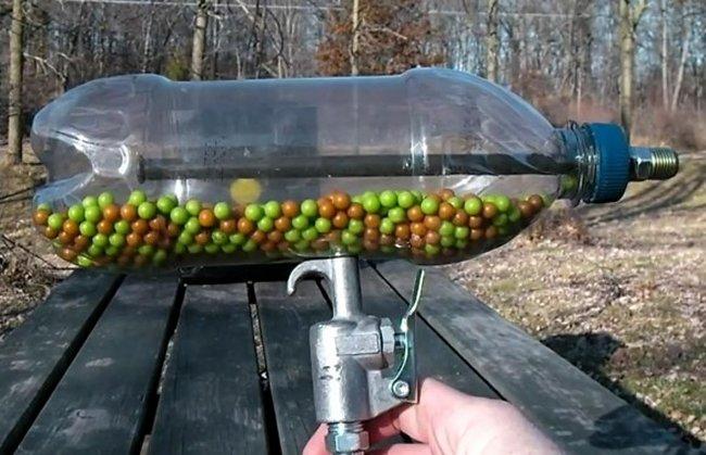 Создание пневматического автомата из обычной пластиковой бутылки (видео)