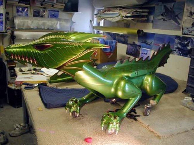 Радиоуправляемый дракон может летать и дышать огнем