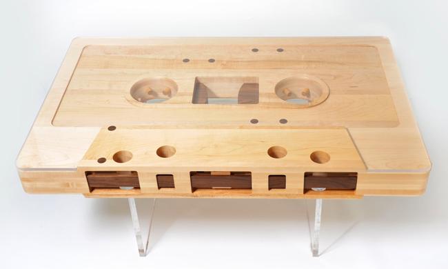 Журнальный столик в виде магнитофонной кассеты («Mixtape Table»)