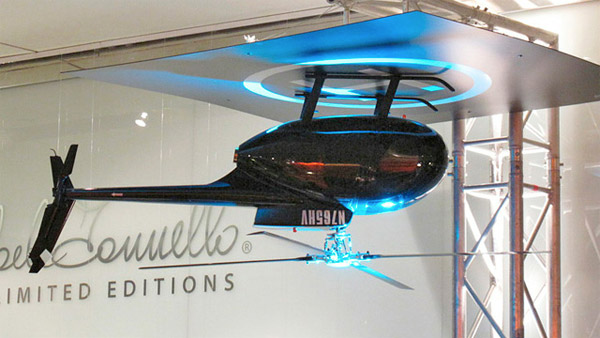 Потолочный вентилятор из вертолета, закрепленного вверх тормашками
