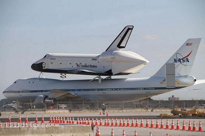 Боинг 747 и шаттл «Энтерпрайз»