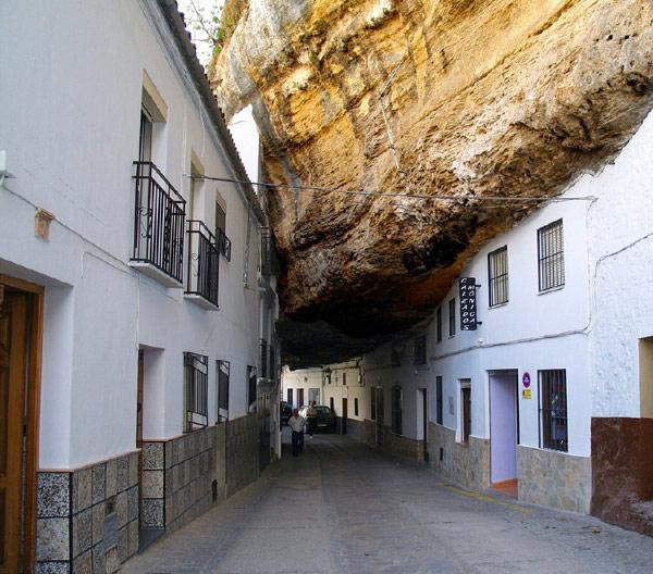 Город под скалами, Сетениль-де-лас-Бодегас, Испания