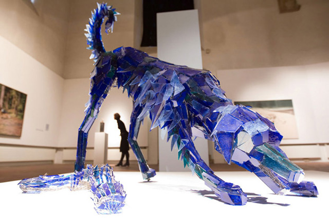 Скульптуры из кусочков разбитого стекла от Marta Klonowska