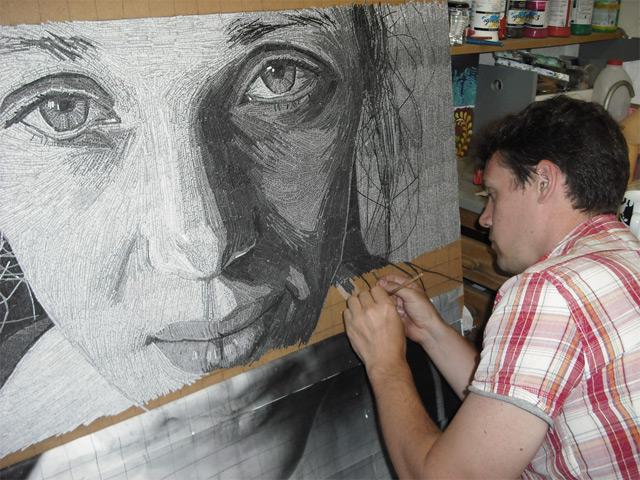 Портреты, выполненные из вырезанных строчек стихов от Джейми Пула