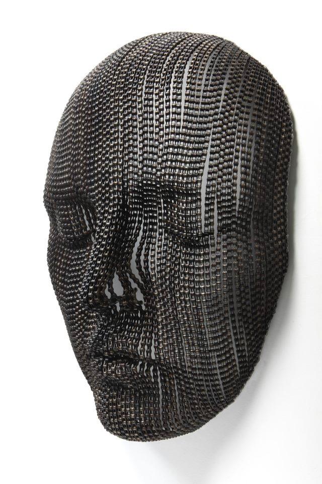 «Цепные» скульптуры от художника Young-Deok Seo