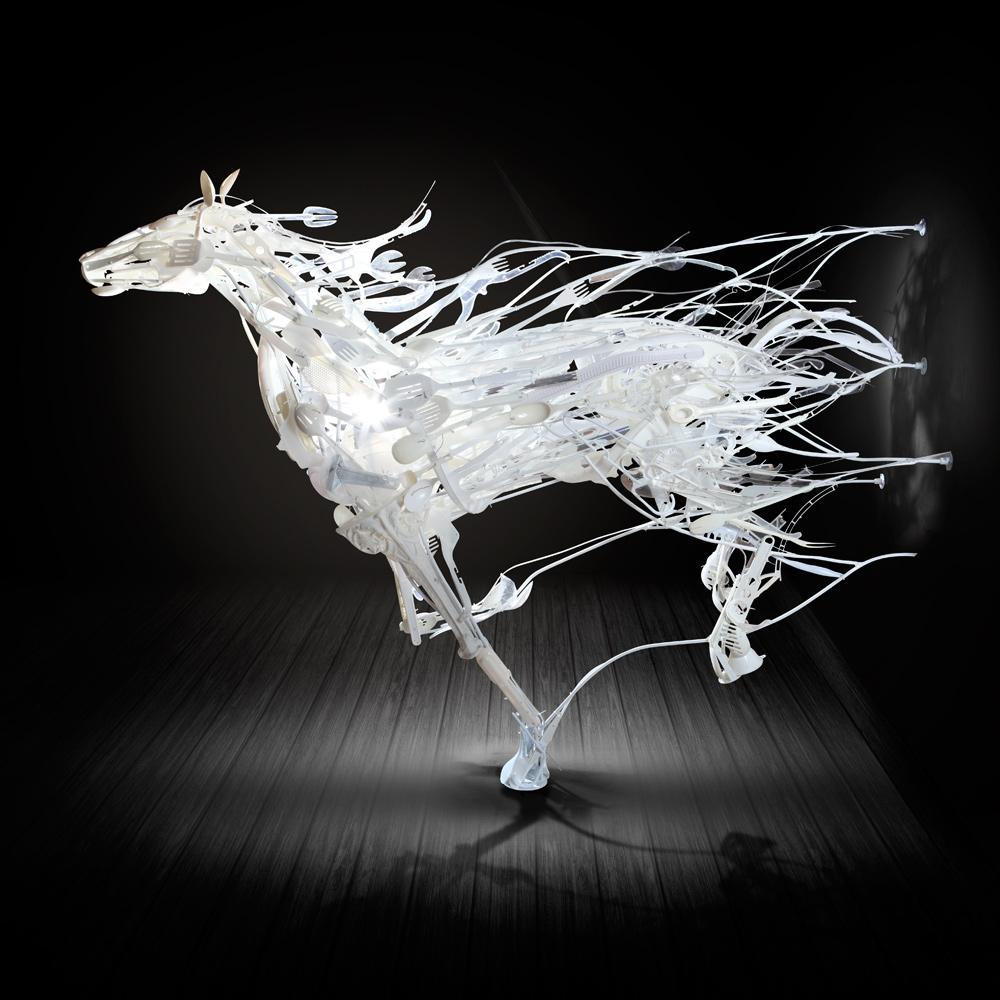 Скульптуры животных, созданные из пластика, от художника Sayaka Ganz