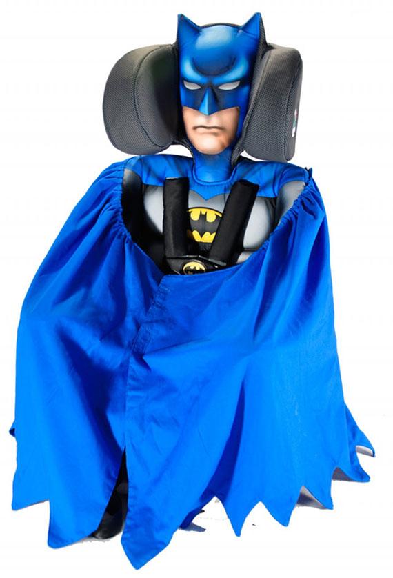 Детское автомобильное кресло: В крепких объятиях Бетмана