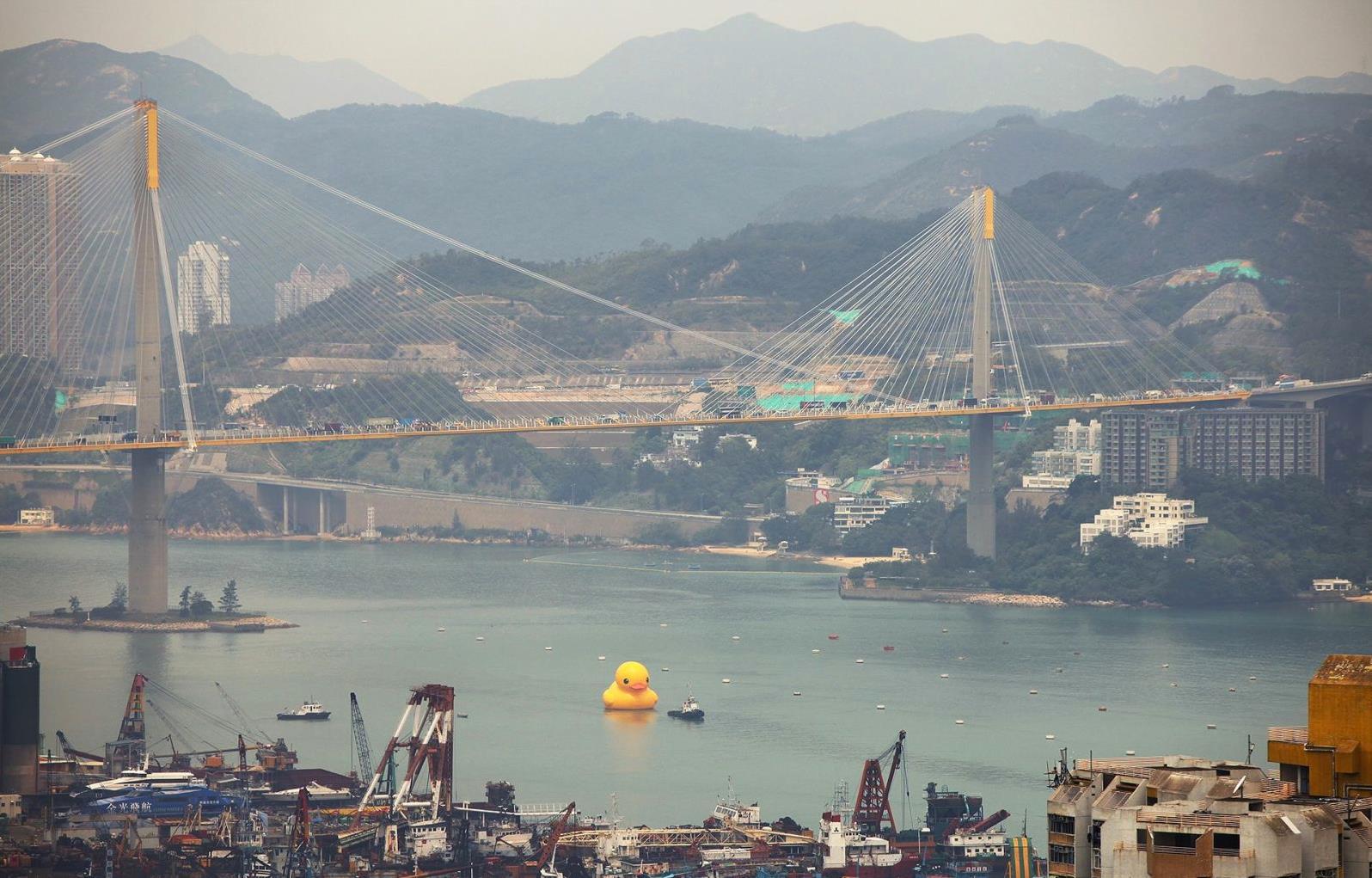 По гавани уточку водили: Крупнейшая Резиновая Утка («Rubber Duck») в мире прибыла в Гонконг