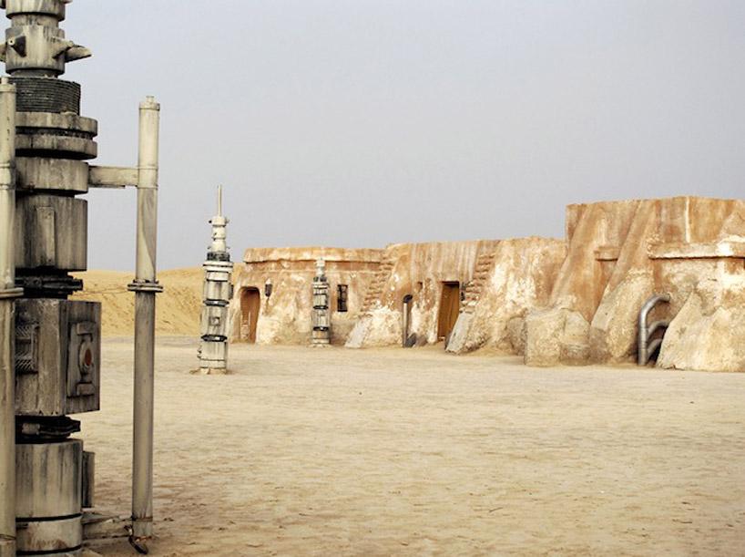 Брошенные декорации фильма «Звездные Войны» («No More Stars»)