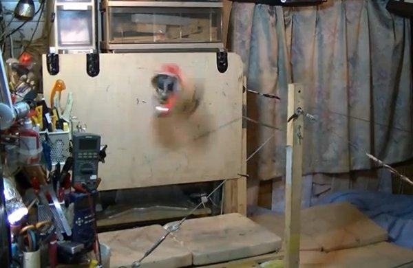 Робот гимнаст выполняет сложные элементы спортивной гимнастики (видео)