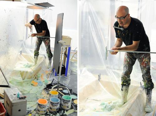 Проект «The Spinster» от художника Peter Schafrick: вращающиеся игрушки, пропитанные краской