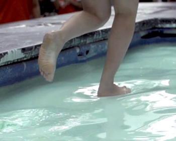 Реклама банка «HongLeong Bank», Малайзия,при помощи неньютоновской жидкости (видео)