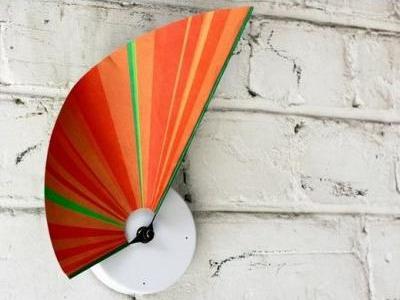 Часы – веер «Manifold clock»
