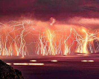 Молнии над островом Икария, Греция