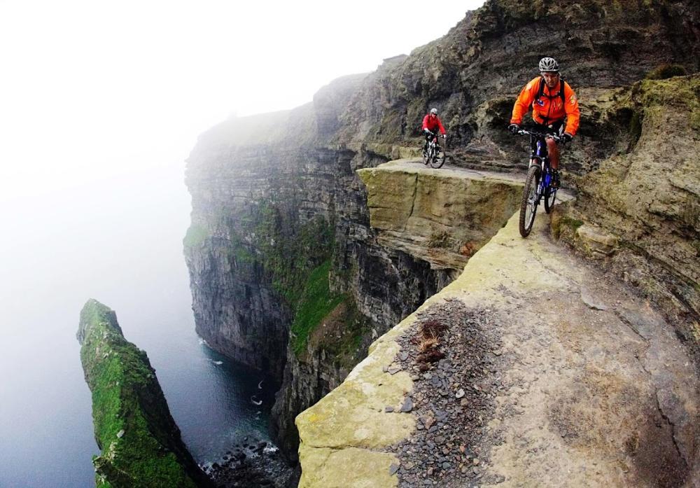 На краю, Утёсы Мохер, Ирландия