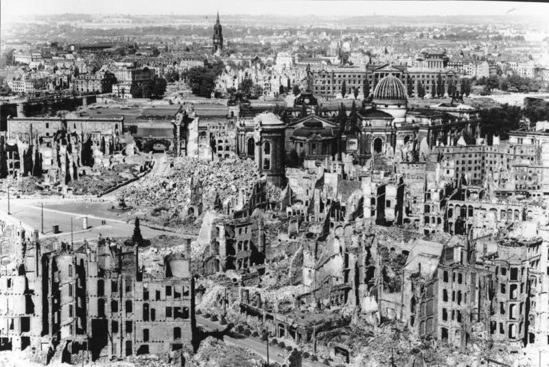 Руины Дрездена, Германия, 1945 год