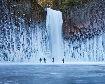 Замороженный водопад в штате Орегон (Oregon)