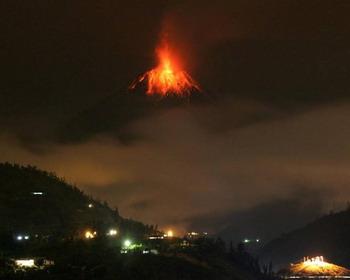 Действующий вулкан Тунгурауа, Эквадорские Анды