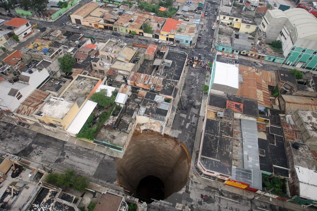 Гигантский Провал грунта в Гватемале