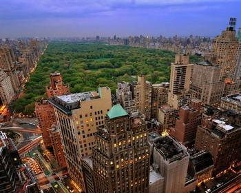 Центральный парк города Нью-Йорк в сумерках