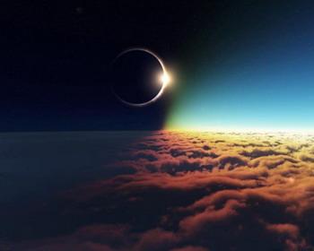 Солнечное Затмение, вид с точки над облаками