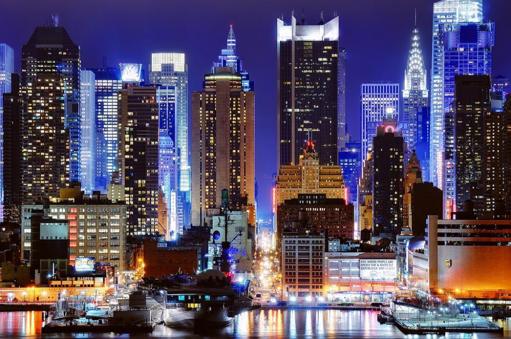 Вид 45-ой улицы города Нью-Йорк (45th Street In New York City)