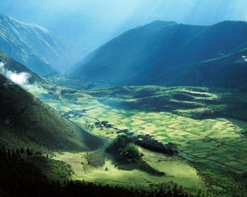 Поля на высоте 4000 метров над уровнем моря, Тибет