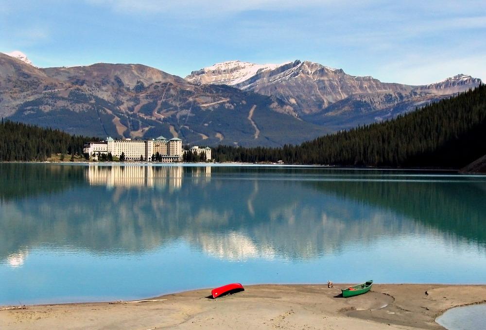 Невозмутимое озеро Луиз, Канада