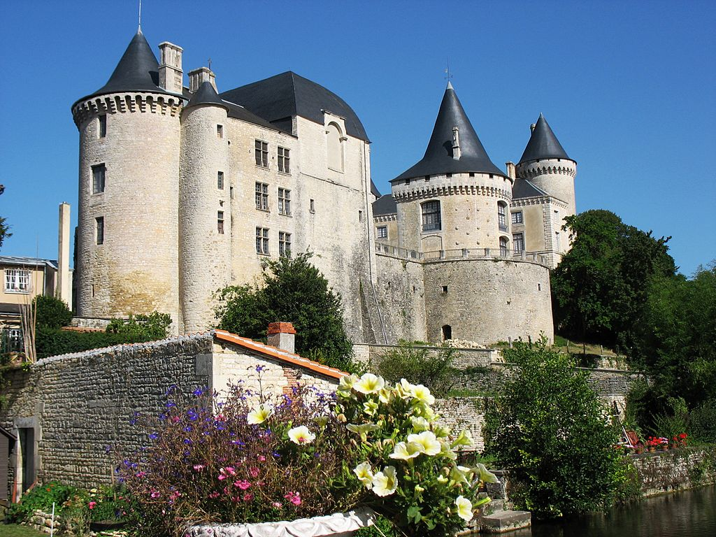Замок Вертей в Вертей-сюр-Шарант. Здесь Ларошфуко жил, находясь в провинции