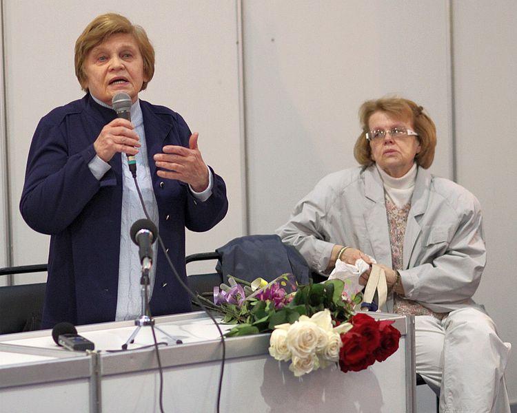 Валентина (слева) и Ольга Твардовские, дочери поэта, 2010 год