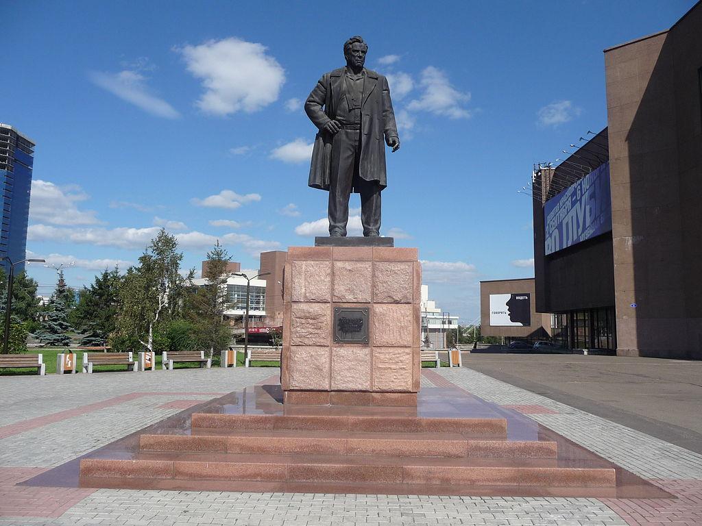 Памятник В. П. Астафьеву в Красноярске. Скульптор Игорь Линевич-Яворский