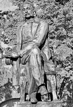 Иван Александрович Гончаров (Ivan Aleksandrovich Goncharov). Памятник писателю в его родном городе Симбирске