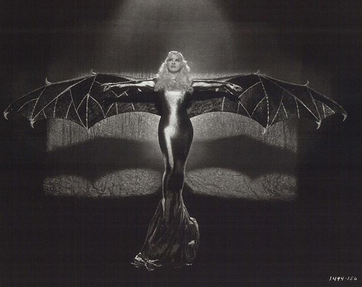 Мэй Уэст (англ. Mae West)