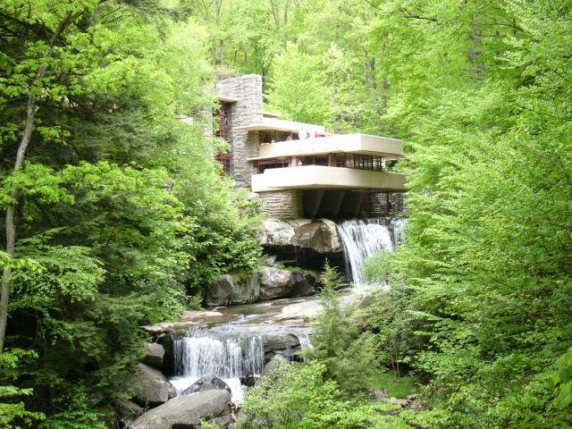 Фрэнк Ллойд Райт (англ. Frank Lloyd Wright). «Дом над водопадом»