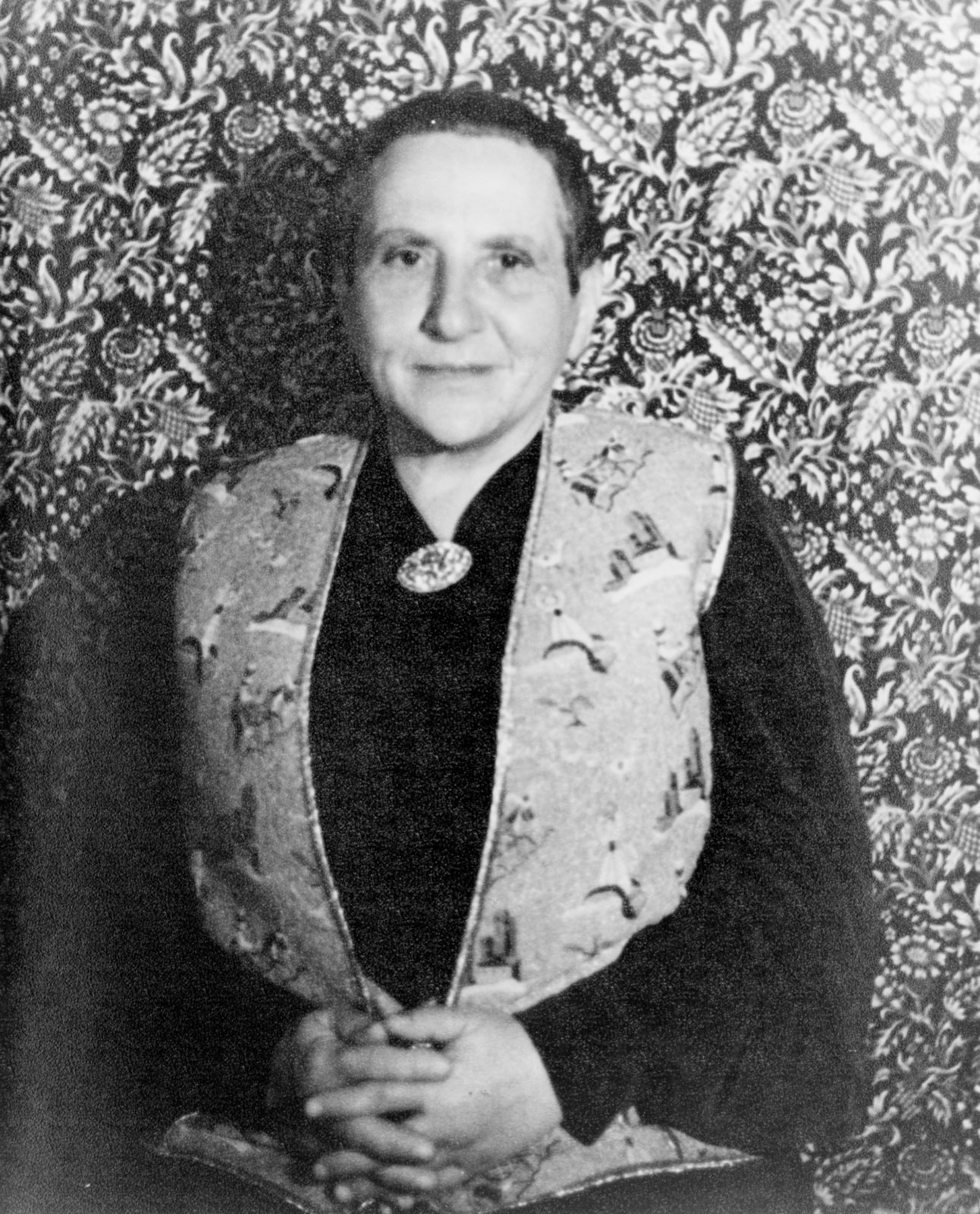 gertrude steins masking convention and structure essay By marianne dekoven gertrude stein defines i presented a version of this essay at the despite its moves back toward narrative convention–its.
