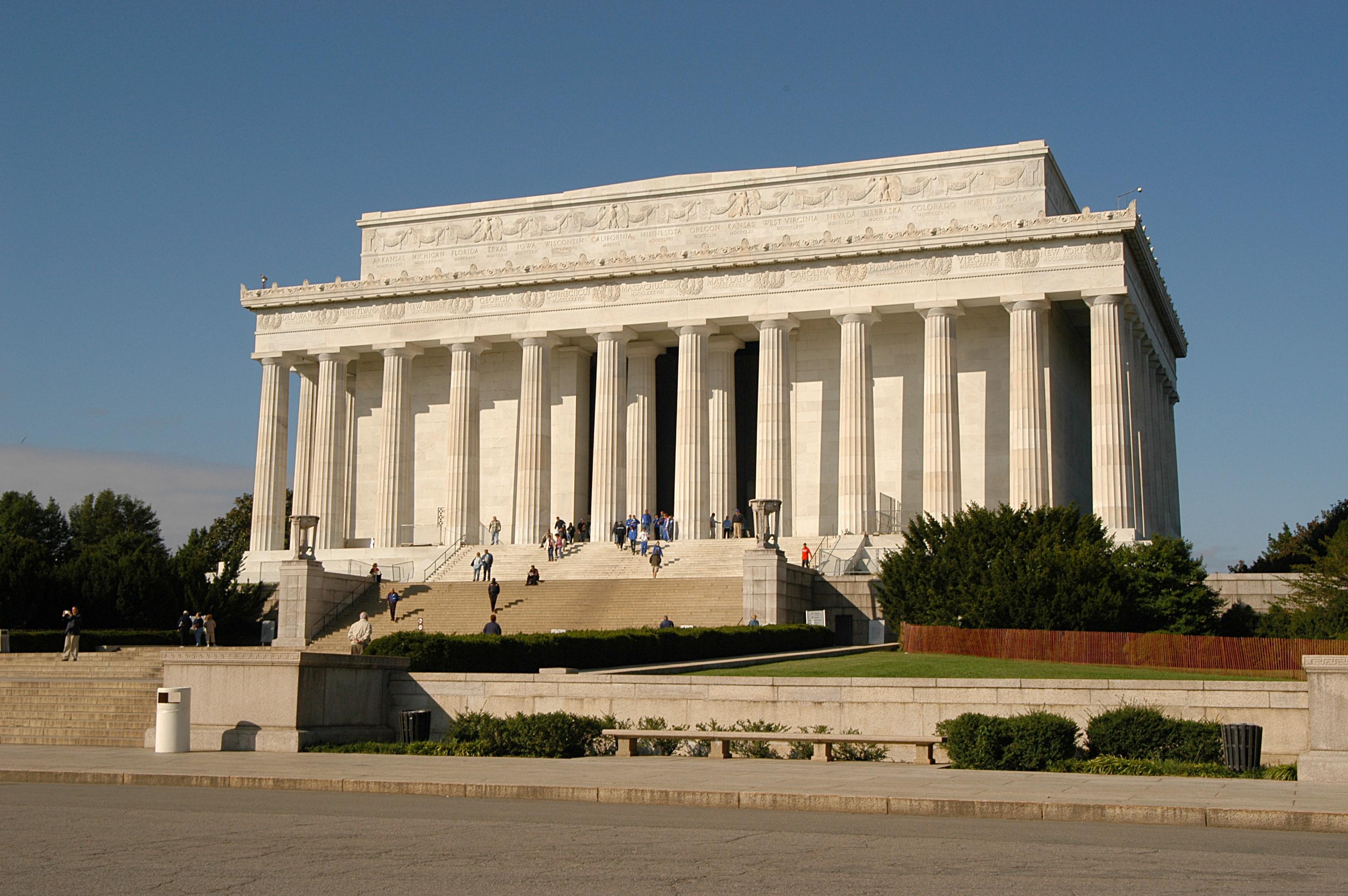 Внешний вид мемориала Линкольна.