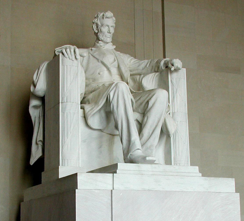 Статуя Линкольна в мемориале