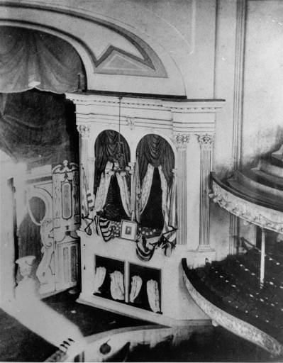 Ложа в театре Форда, в которой находился Линкольн, когда в него стрелял Бут.